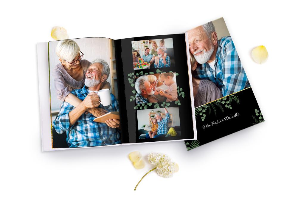 FotoksiażkaZastanawiasz się, jaki prezent możesz sprawić swojej Babci i Dziadkowi?  Personalizowana fotoksiążka ze zdjęciami wnucząt na pewno dostarczy im wiele radości i wzruszeń.